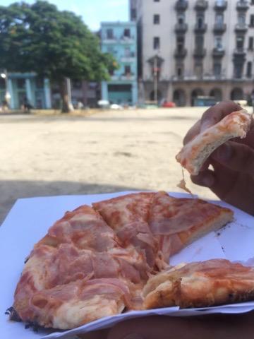 Pizza na ulicach Hawany.