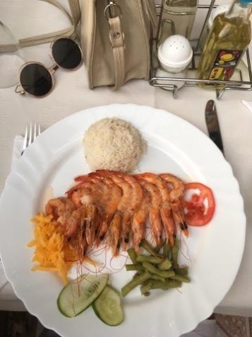 jedzenie w restauracji dla turystów