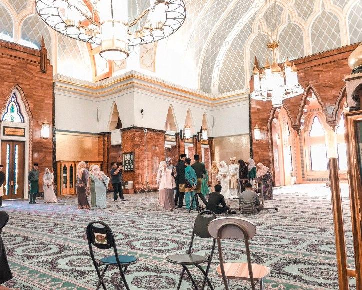co zobaczyć w brunei? meczet środek